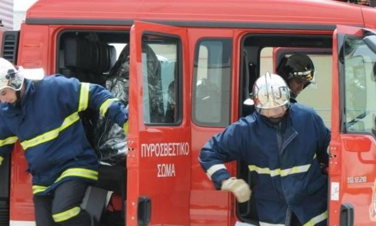 Φωτιά σε διαμέρισμα στο κέντρο της Λάρισας – Στιγμές αγωνίας για νεαρό