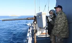 Ίμια: Δείτε τις προκλητικές φωτογραφίες των Τούρκων από τα Ίμια