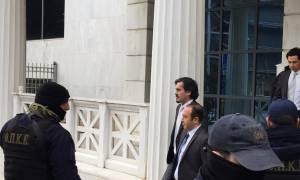 Υπό δρακόντεια μέτρα ασφαλείας έφτασαν στο Διοικητικό Πρωτοδικείο οι Τούρκοι αξιωματικοί (pics&vid)