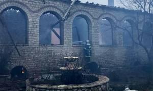 Νέες συγκλονιστικές εικόνες από τη μονή της Βαρνάκοβας - Έρευνες για τα αίτια της πυρκαγιάς