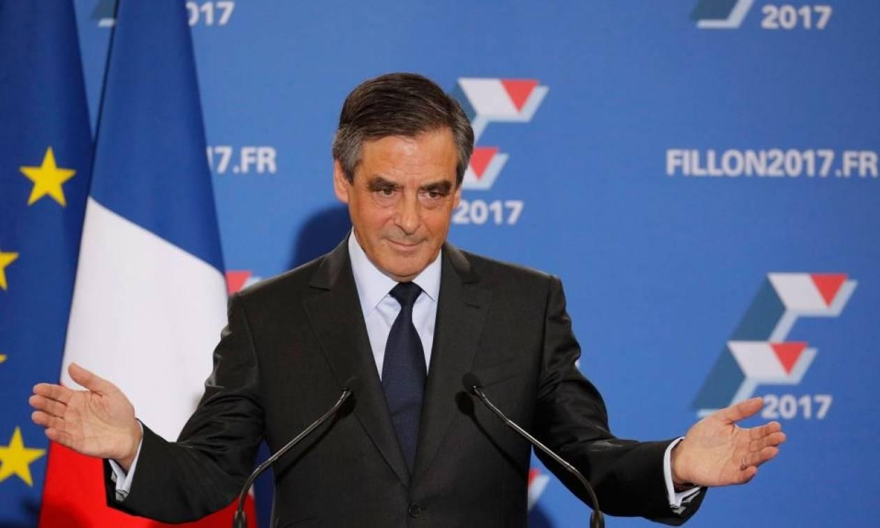 Ο Φιγιόν και η σύζυγός του ανακρίθηκαν για το σκάνδαλο που προκάλεσε πάταγο στη Γαλλία