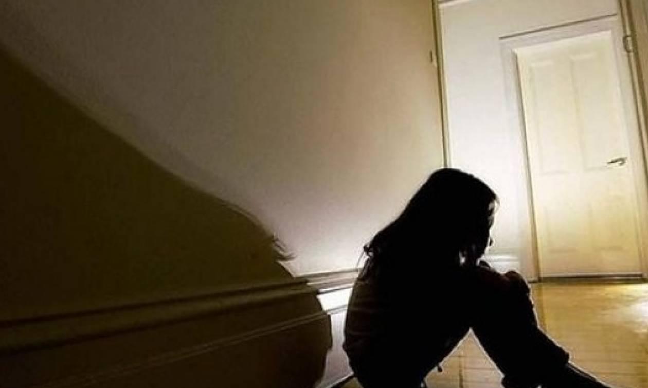 Φρίκη: Ανάγκαζε την 12χρονη κόρη της να κάνει σεξ με ηλικιωμένους για 5 ευρώ!