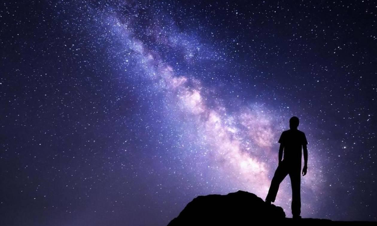 Έλληνας επιστήμονας υποστηρίζει ότι ζούμε σε ένα γιγάντιο… ολόγραμμα και έχει και αποδείξεις γι΄αυτό