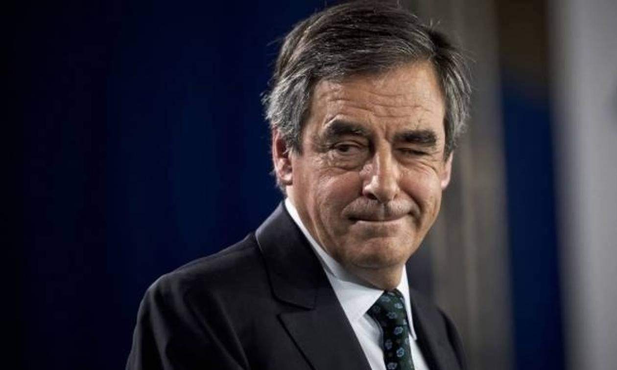 Γαλλία: Ο Φιγιόν δηλώνει ότι δεν πτοείται από τις καταγγελίες σε βάρος της συζύγου του
