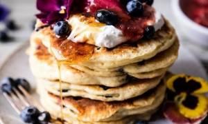 Τα πιο νόστιμα και αφράτα pancakes μόνο με 2 υλικά
