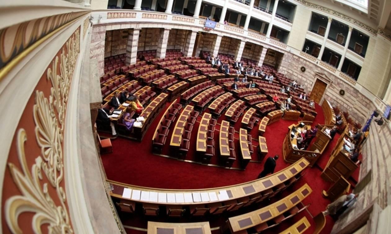 Βουλή: «Μάχη» αρχηγών στη συζήτηση του πορίσματος για τα θαλασσοδάνεια