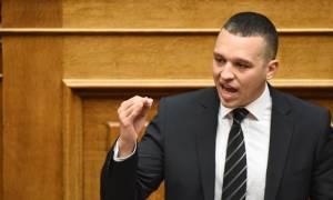 Άγρια κόντρα Κασιδιάρη - Βούτση στη Βουλή - Αποχώρησε η Χρυσή Αυγή από την Ολομέλεια