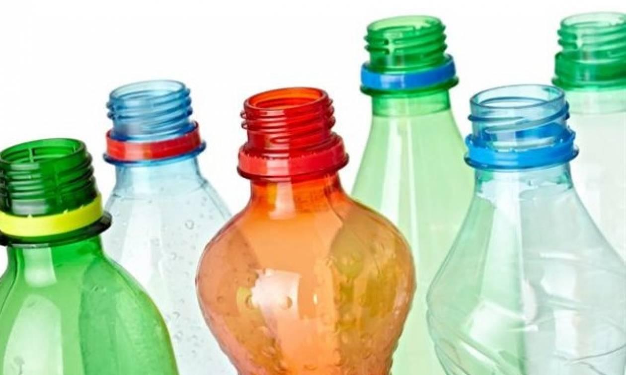 Ακόμα πετάτε τα άχρηστα πλαστικά μπουκάλια; Δείτε τι μπορείτε να τα κάνετε! (video)