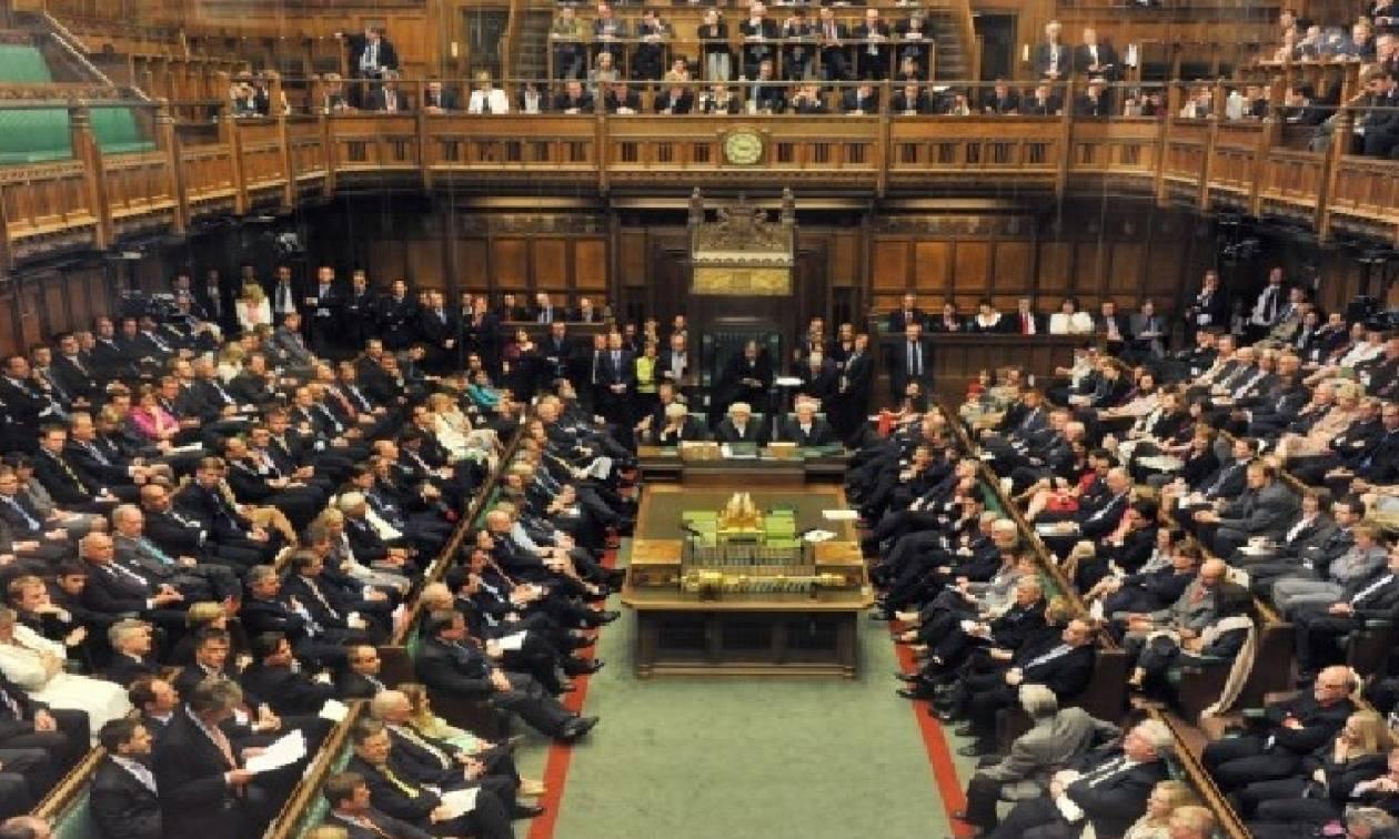 Βρετανία: Η Βουλή άναψε το «πράσινο φως» για το Brexit (vid)