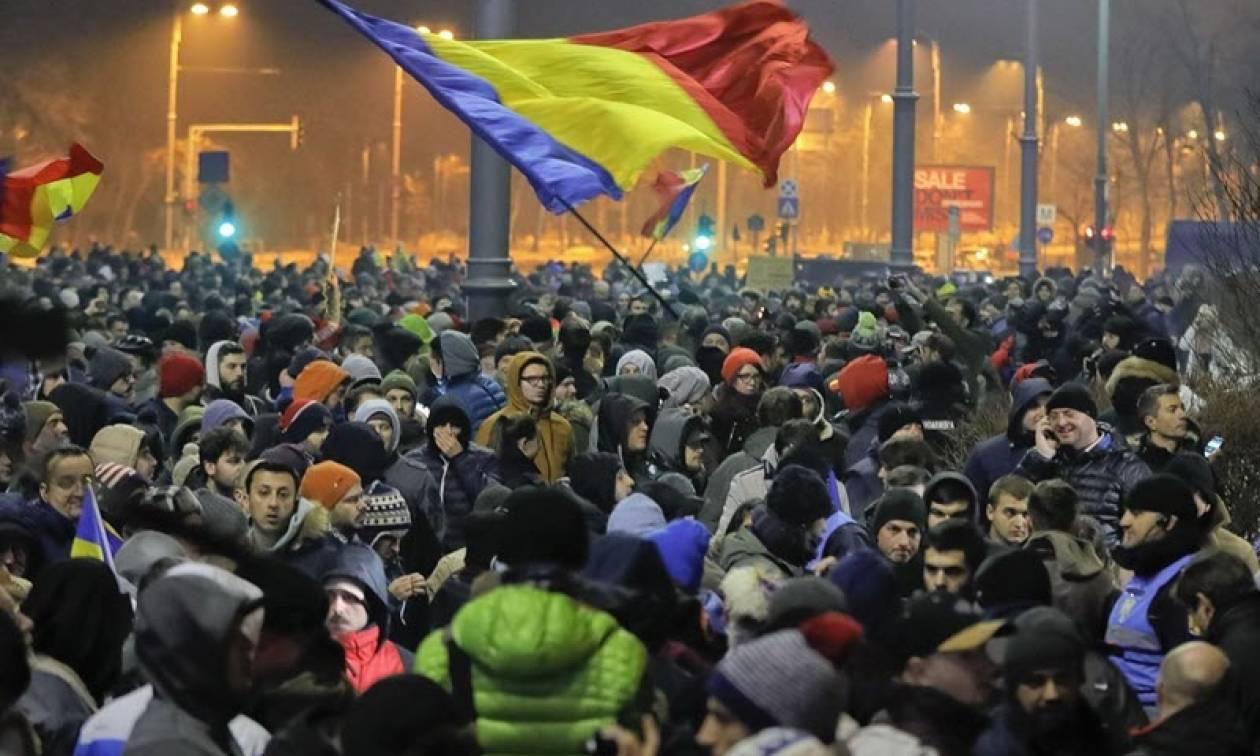 Ρουμανία: Στους δρόμους χιλιάδες πολίτες ενάντια στη «χαλάρωση» των νόμων για τη διαφθορά