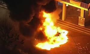 ΗΠΑ: Βίαιες διαδηλώσεις στο Μπέρκλεϊ ενάντια σε Ελληνοβρετανό ακροδεξιό ομιλητή (Pics+Vids)