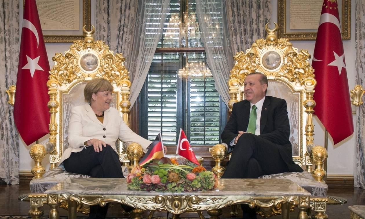 Η Μέρκελ βρίσκεται στην Άγκυρα εν μέσω μεγάλων εντάσεων μεταξύ ΕΕ και Τουρκίας
