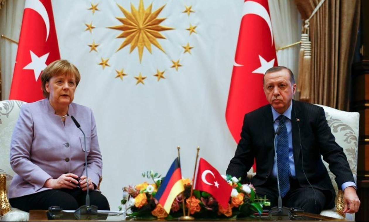 Για Συρία, Ιράκ και Αιγαίο συζήτησαν Ερντογάν και Μέρκελ - Η «μπηχτή» για την ελευθερία του Τύπου