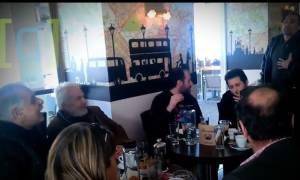Προκλητική συμπεριφορά Μπαλάφα προς διαμαρτυρόμενο πολίτη - «Άντε πάενε από δω» (video)