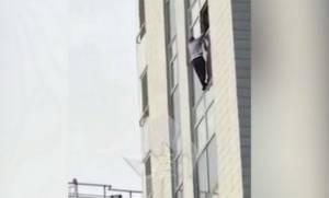 Τραγωδία: Φρικτός θάνατος επιχειρηματία - Έπεσε από τον 16ο όροφο (vid)