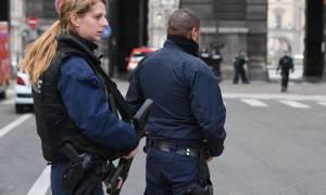 Παρίσι: Τρομοκρατική επίθεση στο Λούβρο - Δεν βρέθηκαν εκρηκτικά στο σακίδιο του δράστη