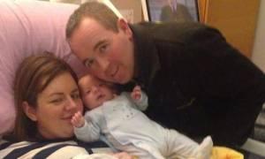 Έπεσε σε κώμα έγκυος και ξύπνησε όταν ο γιος της ήταν 6 μηνών! (pics)