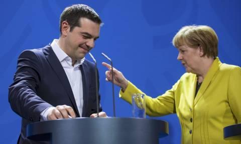 Συνάντηση Τσίπρα - Μέρκελ: Πληροφορίες για αποδοχή δέσμευσης του πρωθυπουργού και όχι για νομοθέτηση