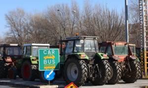 Μπλόκα αγροτών: Κλειστή η Αθηνών - Θεσσαλονίκης και στα δύο ρεύματα