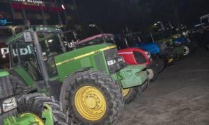 Μπλόκα αγροτών: Κόβουν την Ελλάδα στη μέση - Σε αποκλεισμό των Τεμπών προχωρούν οι αγρότες