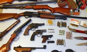 Βρήκαν ολόκληρο οπλοστάσιο σε σπίτι στον Βόλο