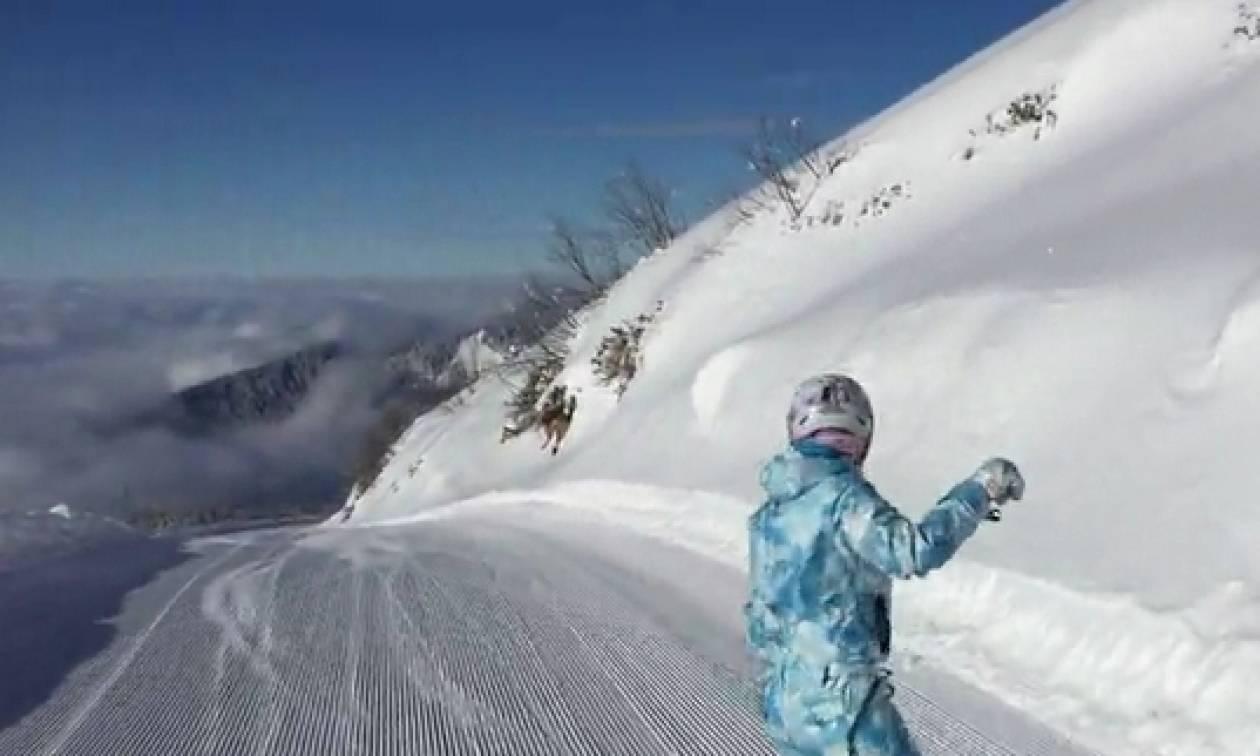 Κατάβαση σκι σε... τρομακτικο τοπίο με «παρέα» τα σύννεφα (Video)