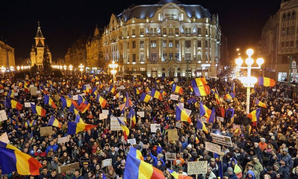 Ρουμανία: Οι διαδηλωτές νίκησαν – Αποσύρει  η κυβέρνηση το νομοσχέδιο-σκάνδαλο (Vids)