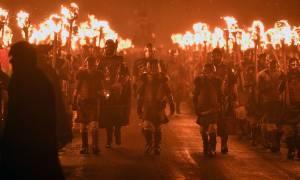 Μέχρι οι φλόγες να φθάσουν στη Βαλχάλα: Εκατοντάδες Βίκινγκς «πυρπολούν» τη Σκωτία (Pics+Vids)