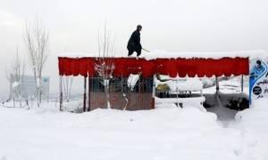 Χιονοστιβάδα ισοπέδωσε χωριό στο Αφγανιστάν - Τουλάχιστον 100 νεκροί