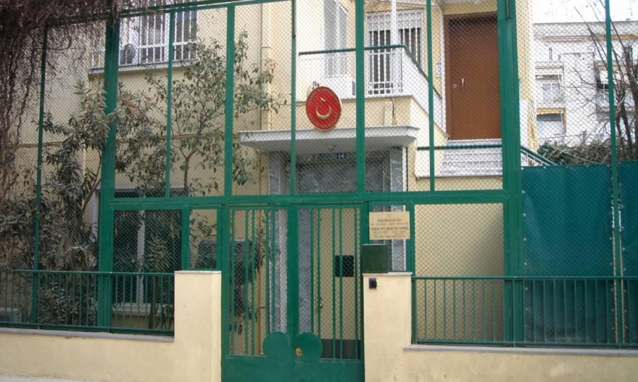 Επίθεση με μπογιές στο Τουρκικό προξενείο στην Κομοτηνή