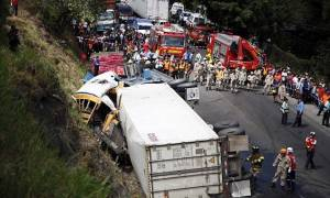 Τραγωδία στην Ονδούρα: 16 νεκροί από τη σύγκρουση λεωφορείου με φορτηγό (pic)