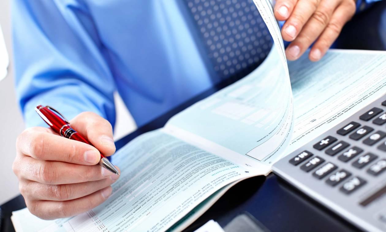 «Μπούμερανγκ» η ρύθμιση για τα μπλοκάκια – Κλείνουν … βιβλία μαζικά οι αυτοαπασχολούμενοι