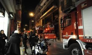 Εμπρηστική επίθεση σε γραφεία στη Σόλωνος - Απεγκλωβίστηκαν 5 άτομα