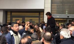 Κοινωνικό Εισόδημα Αλληλεγγύης: Ένταση και ουρές σε υπηρεσίες του Δήμου Αθηναίων (pics&vid)