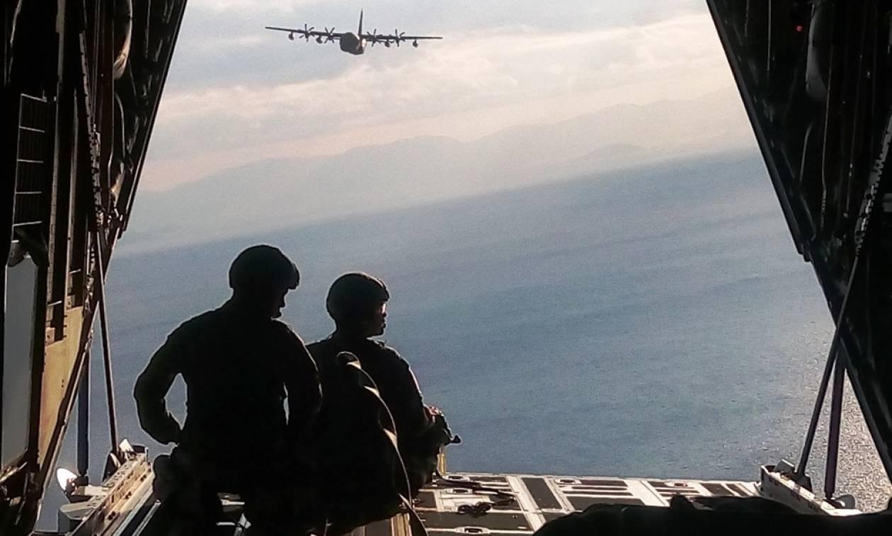 Στρατός ξηράς: Επιχειρησιακή Εκπαίδευση αλεξιπτωτιστών (pics)