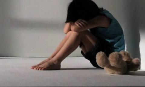Φρίκη στην Πάφο: 32χρονη Ελληνοκύπρια κακοποιούσε σεξουαλικά την κόρη της μαζί με συντρόφους της