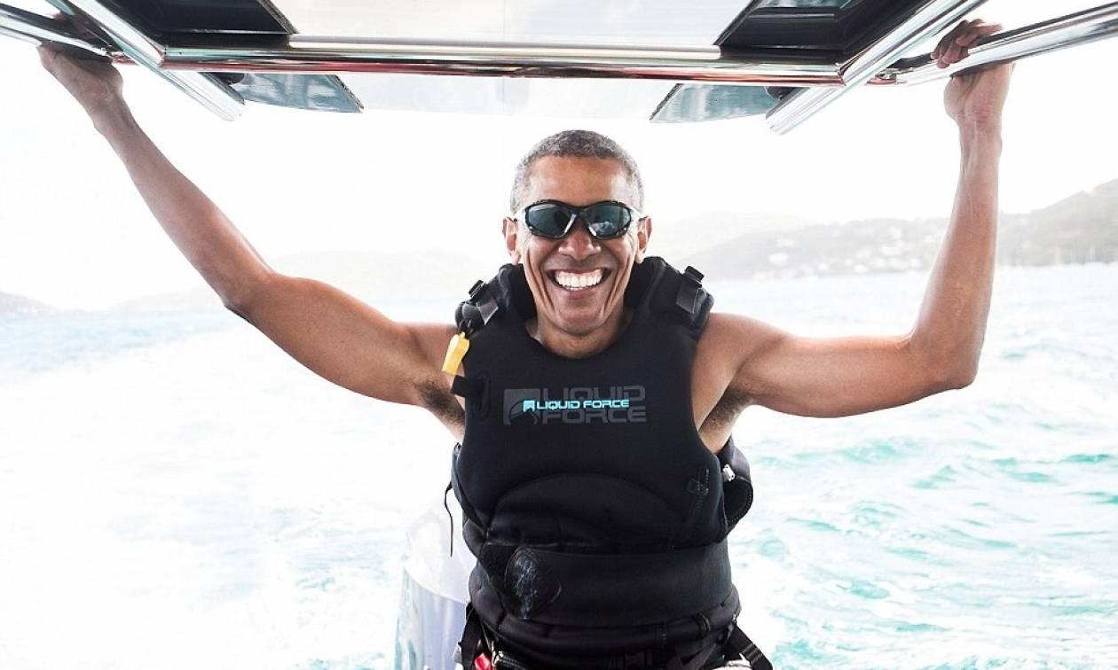 Οι ξένοιαστες μέρες του Ομπάμα: Κάνει kitesurfing στην Καραϊβική! (pics+vid)
