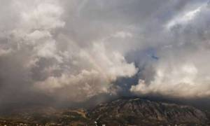 Καιρός: Βροχές, σκόνη και νέα πτώση της θερμοκρασίας – Δείτε πότε και σε ποιες περιοχές!