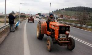 Μπλόκα αγροτών: Για την Παρασκευή (10/2) «κλείδωσε» η συνάντηση κυβέρνησης-αγροτών