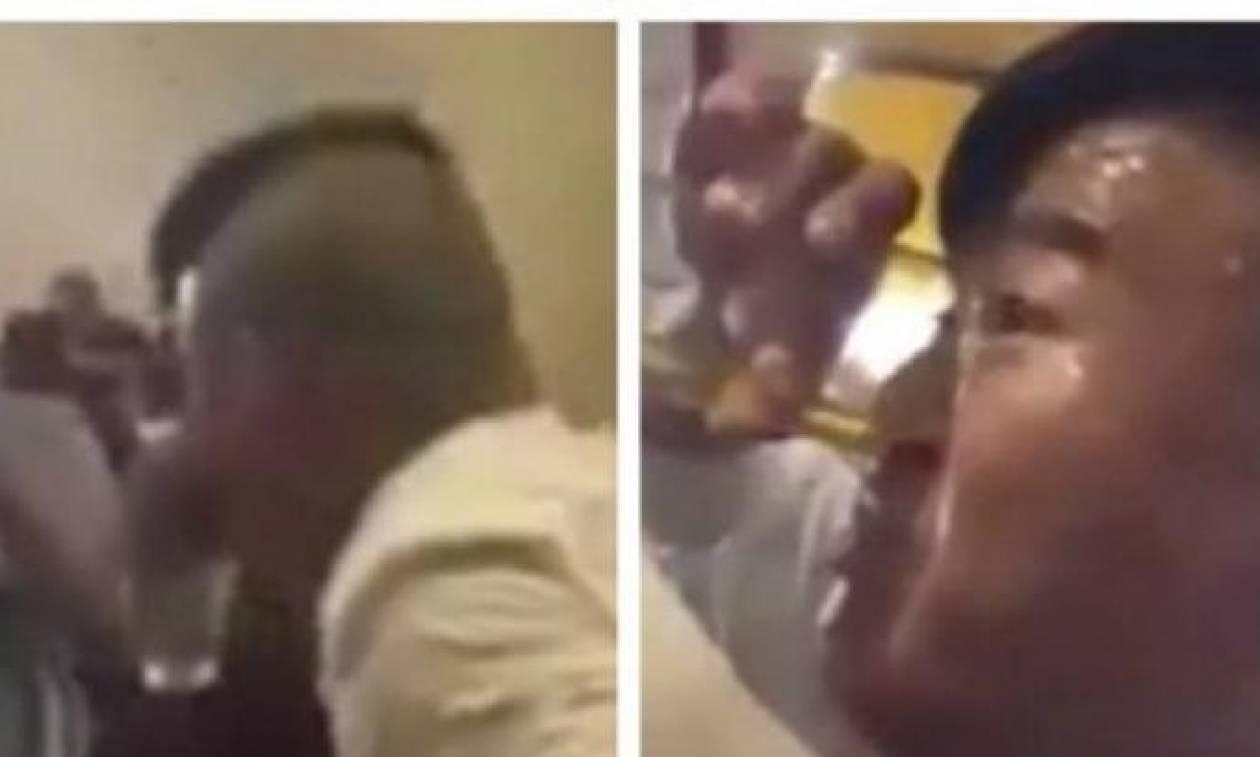 Δεν θα πιστέψετε από πού πίνει τη μπύρα του αυτός ο άνδρας. Οχι απ' το στόμα... (Video)