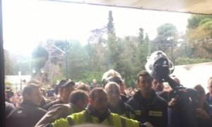 «Ντου» πυροσβεστών στο υπουργείο Διοικητικής Μεταρρύθμισης (pics+vids)