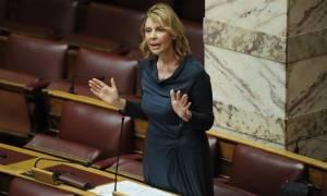 Παπακώστα: Μαντινάδες και tweets αντί για απαντήσεις στη Βουλή