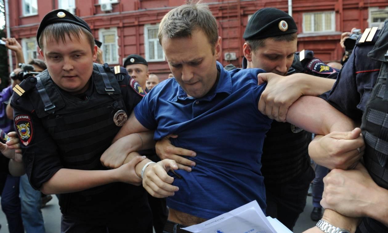 Ένοχος για υπεξαίρεση ο ηγέτης της ρωσικής αντιπολίτευσης Αλεξέι Ναβάλνι