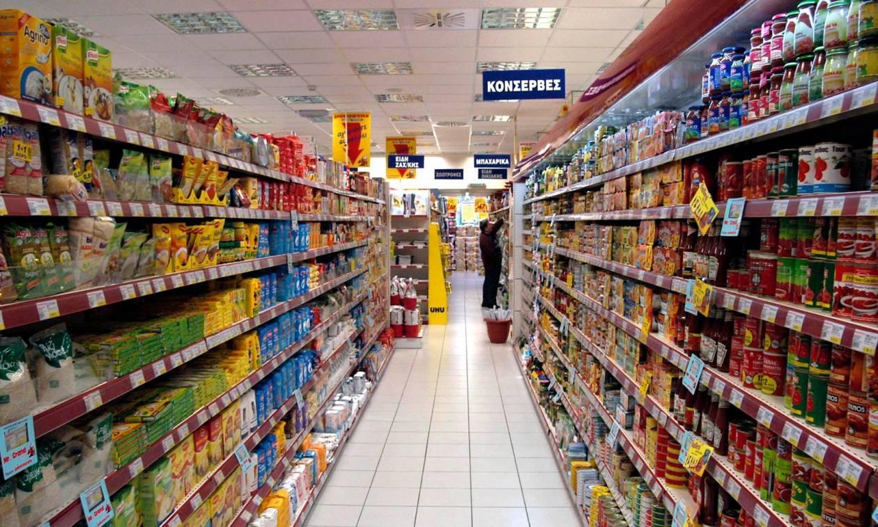 Συναγερμός στα Εξάρχεια: «Επιδρομή» 15 ατόμων σε σούπερ μάρκετ