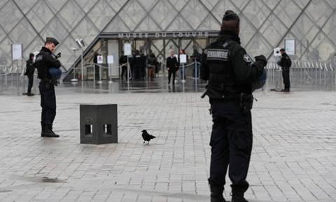 Γαλλία: Τζιχαντιστής, αλλά δεν πήρε οδηγίες από το Ισλαμικό Κράτος ο δράστης της επίθεσης στο Λούβρο