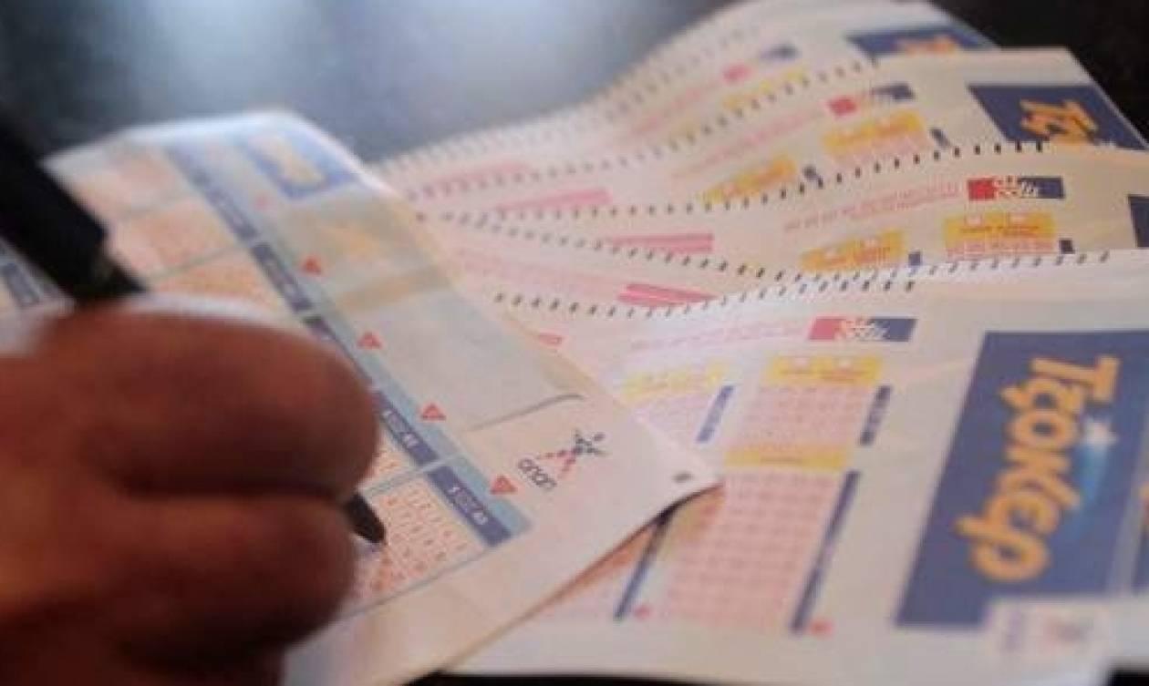 Κλήρωση Τζόκερ: Κοσμοσυρροή στα πρακτορεία για τα 12 εκατ. ευρώ!