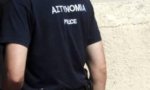 Αστυνομικός χαστούκισε πολίτη που επισκέφθηκε τα κρατητήρια