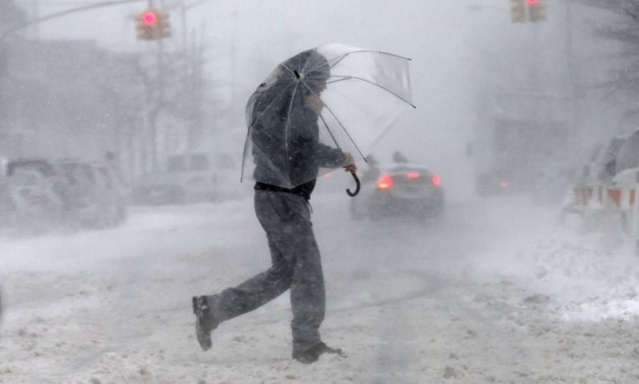 Χιονοθύελλα σαρώνει τις ΗΠΑ: Έκλεισαν σχολεία - Ακυρώνονται πτήσεις (pics)
