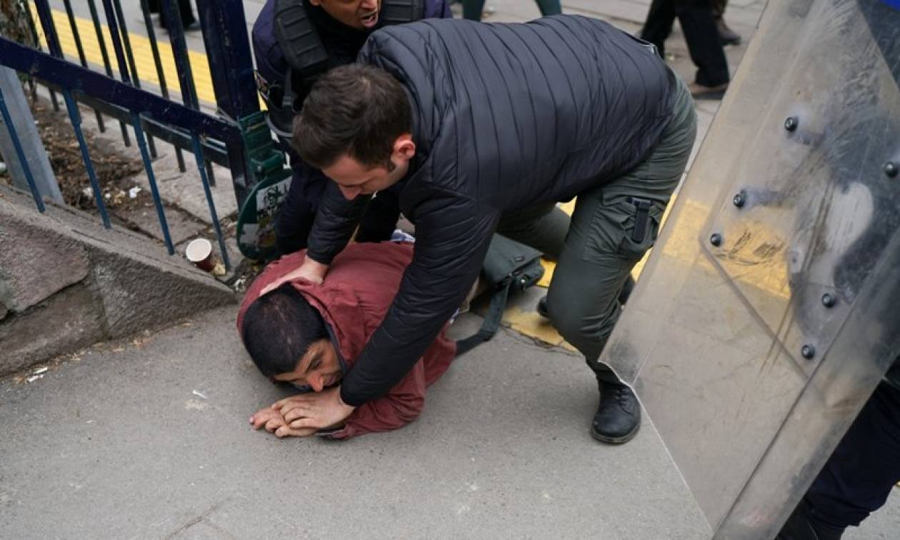 Συλλήψεις και δακρυγόνα σε επεισόδια στην Άγκυρα (pics+vid)