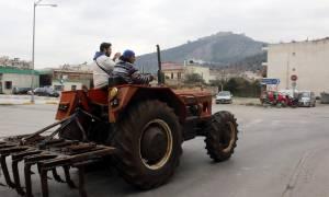 Μπλόκα αγροτών: Απέκλεισαν την Ε.Ο Λάρισας - Κοζάνης